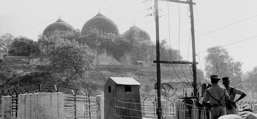 Hindistan tarihi Babür Camii'nin kapatma kararını eleştirenleri gözaltına alıyor