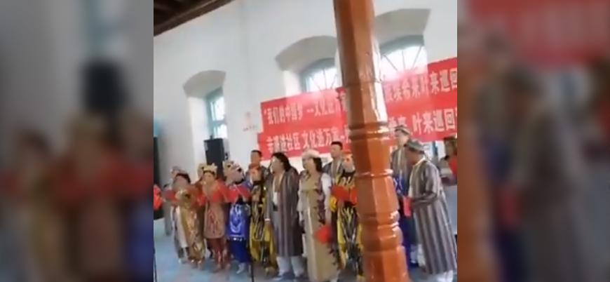 Çin Doğu Türkistan'da bir camiyi konser salonuna çevirdi