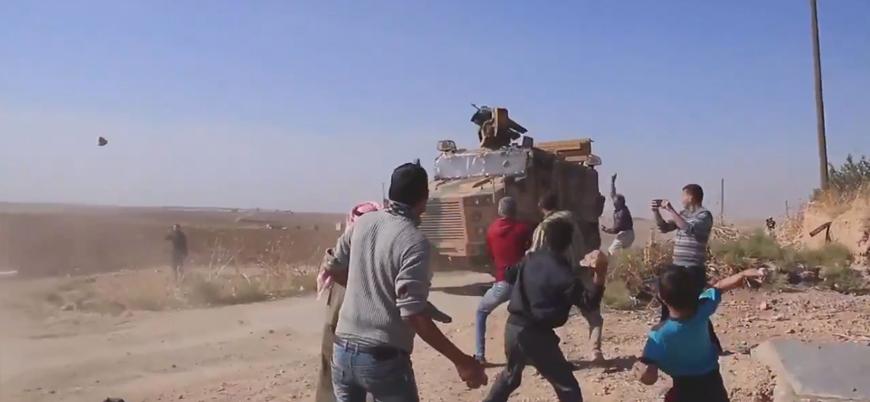 PKK sempatizanları Rus araçlarının geçmesini bekleyip Türk araçlarını taşladı