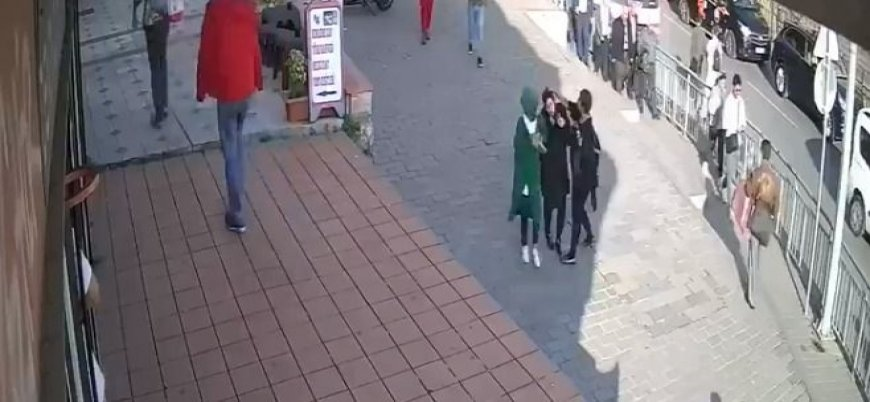 İstanbul'da başörtülü kadına yumruk atan saldırgan gözaltında