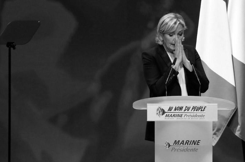 'IŞİD propagandası' Le Pen'in dokunulmazlığına mal oldu