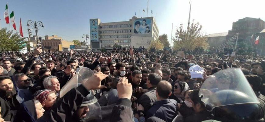 İran'da benzin fiyatlarına yüzde 50 zam halkı sokaklara döktü