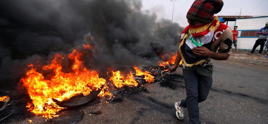 Iraklı protestocular ülkenin en büyük limanı Um Kasr'ın girişini kapattı