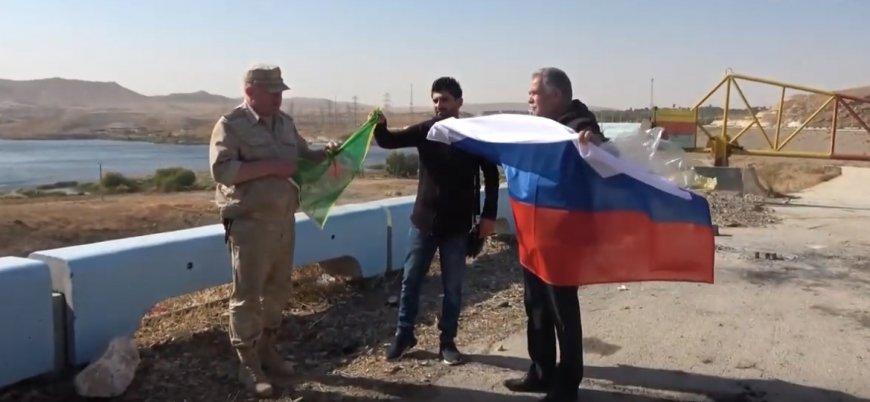 Rus general Ayn el Arab'ta PKK bayrağı açtı