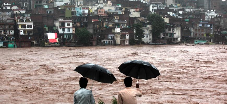 Son 25 yılın en şiddetli muson yağışları: Hindistan'da 2 bin 400 kişi öldü