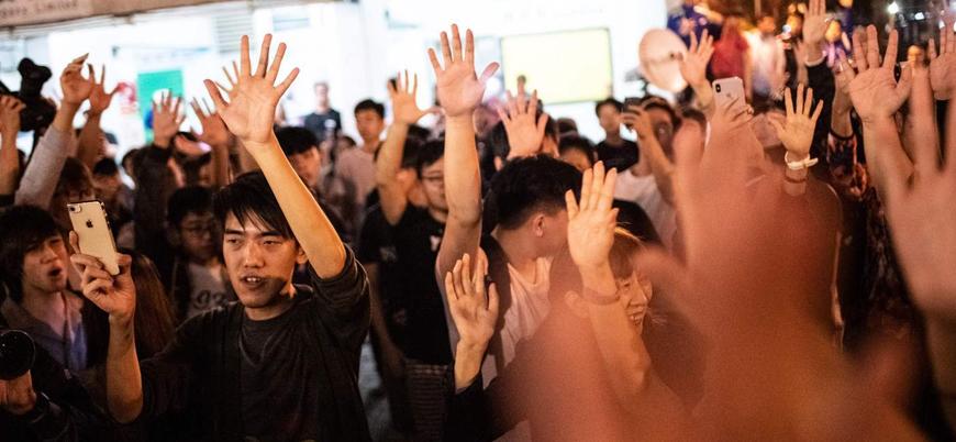Gösterilerin devam ettiği Hong Kong'da yerel seçimleri Çin karşıtları kazandı