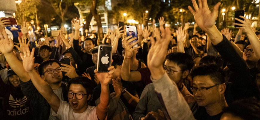 Hong Kong'da Çin karşıtı muhaliflerin yerel seçim galibiyeti ne anlama geliyor?