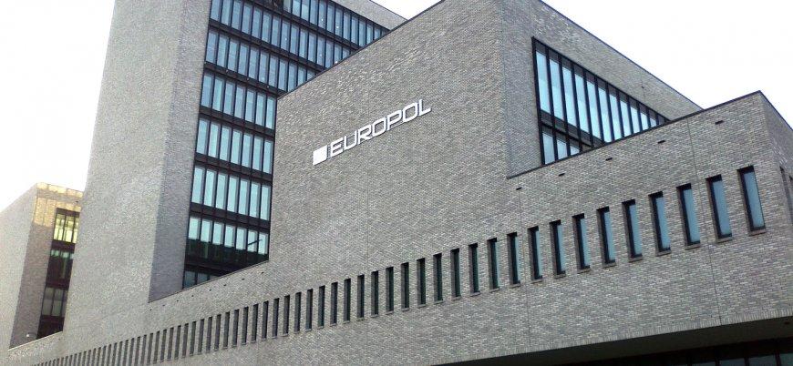 Europol IŞİD'in sanal varlığını hedef aldı: Bellerini doğrultabilecekler mi göreceğiz