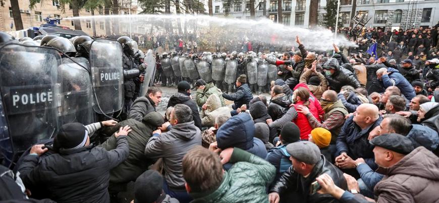 Gürcistan'da göstericilere polis müdahalesi