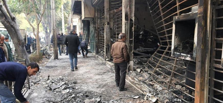 İran'daki gösterilerde yüzlerce banka ve kamu binası ateşe verildi