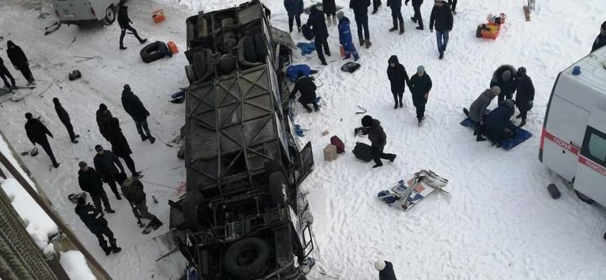 Rusya'da otobüs kazası: 2'si çocuk 19 ölü