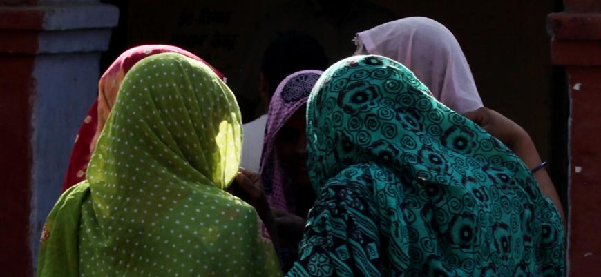 Hindistan'da bir kadın toplu tecavüz sonrası yakılarak öldürüldü