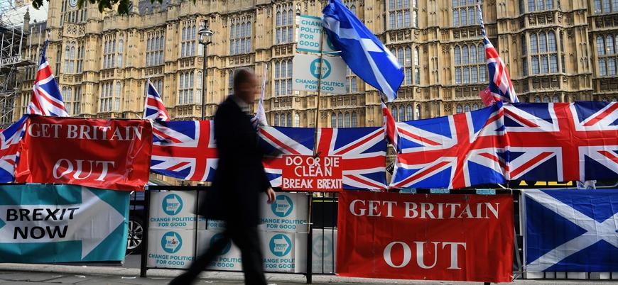İngiltere Brexit gölgesindeki erken seçim için sandık başında