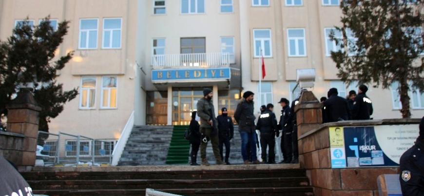 HDP'li 3, CHP'li bir belediyeye kayyum atandı