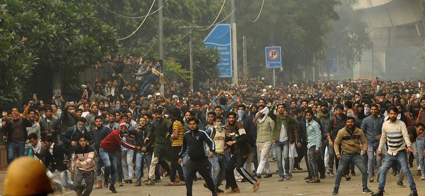 Hindistan'da Müslümanları dışlayan yasaya karşı protestolarda yüzlerce gözaltı