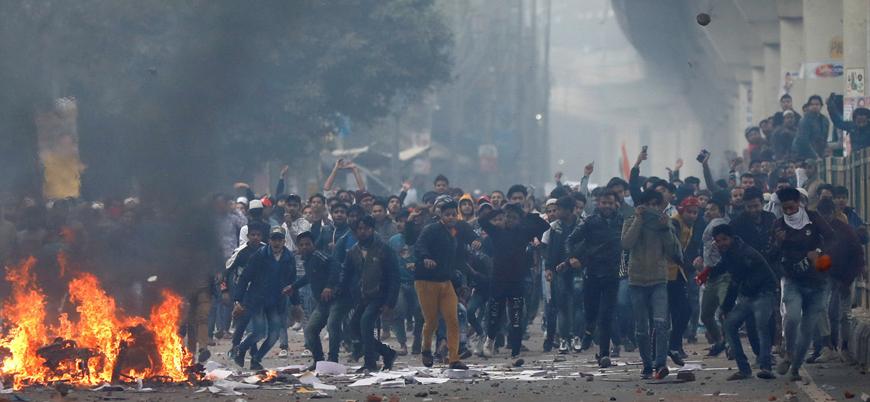 Hindistan'da Müslümanları dışlayan yasaya karşı gösterilerde 17 ölü, binlerce gözaltı