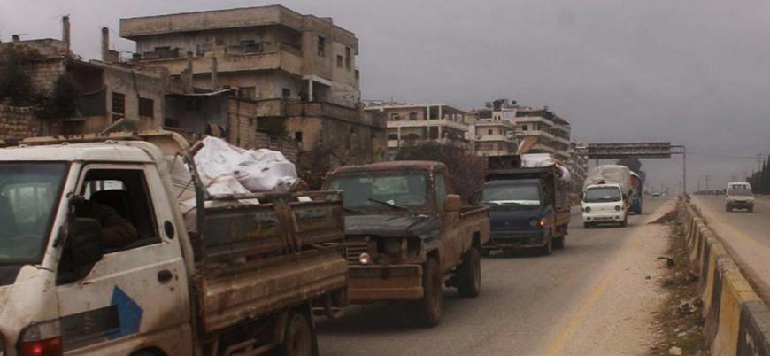 Sebep Rus bombardımanı: İdlib'de on binlerce sivil Türkiye sınırına akın ediyor