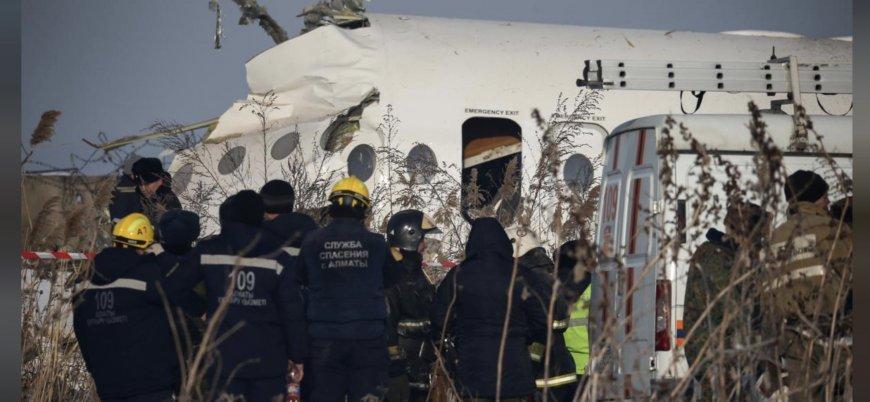 Kazakistan'da 100 kişiyi taşıyan uçak düştü