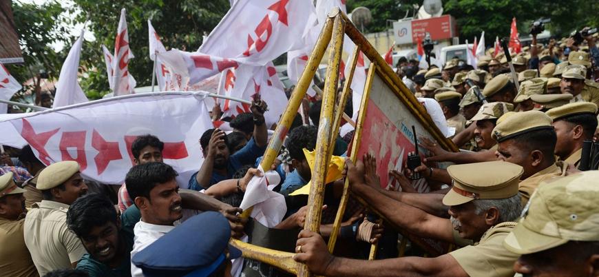 Hindistan'da Müslümanları dışlayan yasaya karşı gösterilerde 25 kişi öldü