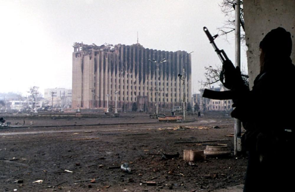 Ocak 1995: Nehri yüzerek geçen Çeçen gerillalar Rus tankını imha etti
