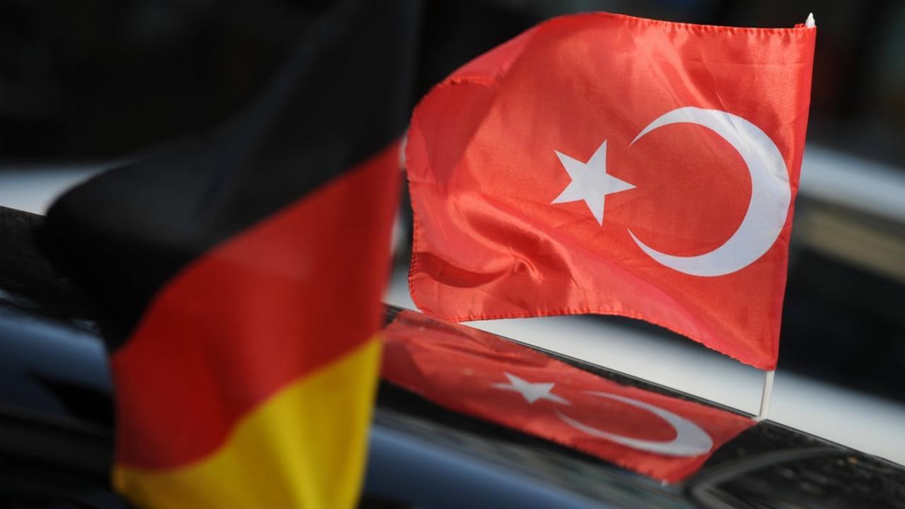 Merkel: Türkiye'nin düşünce ve ifade özgürlüğü sınırlanmamalı