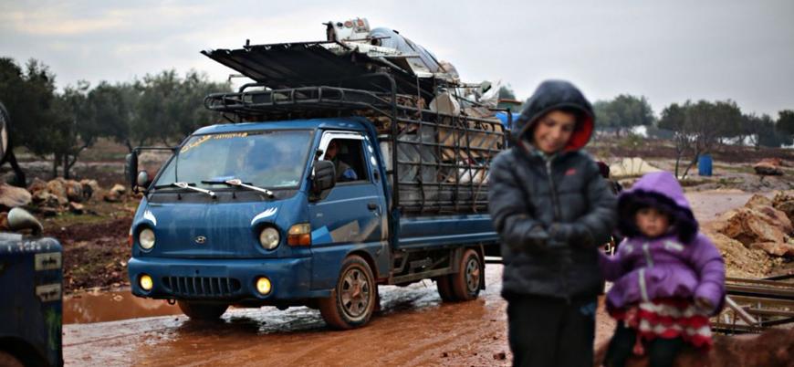 İdlib'de Rus bombardımanı sebebiyle Türkiye sınırına göç edenlerin sayısı 300 bini aştı