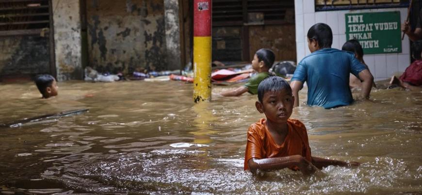 Endonezya'da şiddetli yağışlar sele neden oldu: En az 60 ölü