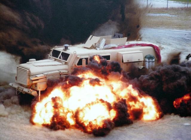 Milyon dolarlık savaş makineleri, birkaç dolarlık bombalara mağlup oluyor
