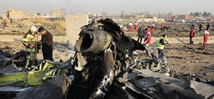 """""""Tahran'da düşen yolcu uçağı İran tarafından vuruldu"""""""