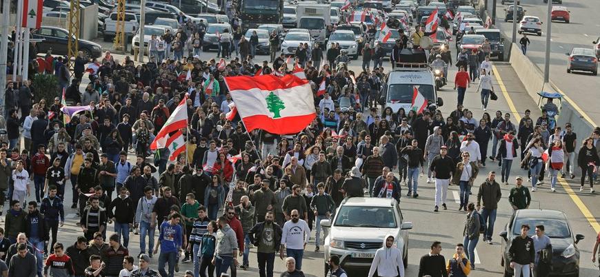 Lübnan'da halk yeniden sokaklara indi