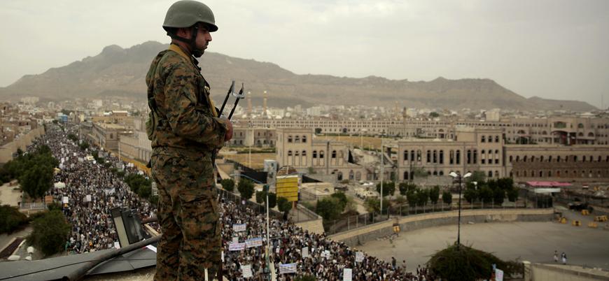 Yemen'de İran destekli Husiler askeri kampa saldırdı: 70 ölü