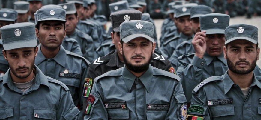 Afganistan'ın güneyinde 16 polis Taliban'a teslim oldu