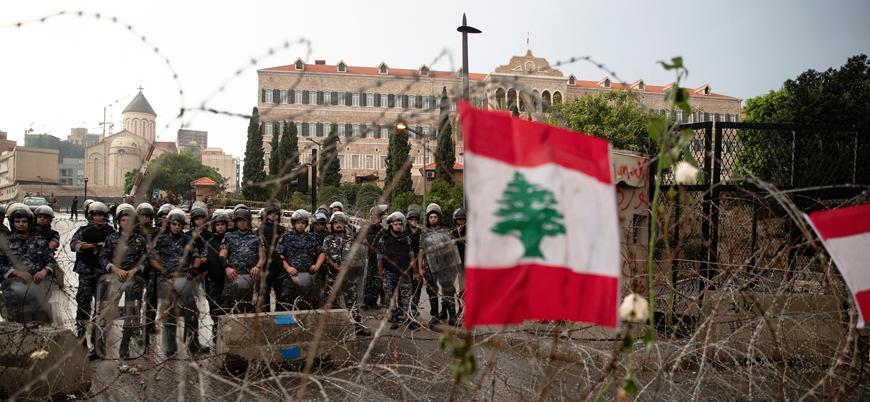 Lübnan'da halk ekonomik kriz nedeniyle yolları kesti