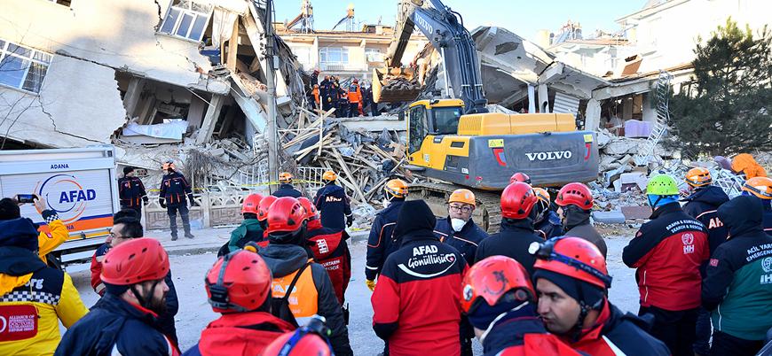 Elazığ'da depremin ardından arama kurtarma çalışmaları sürüyor