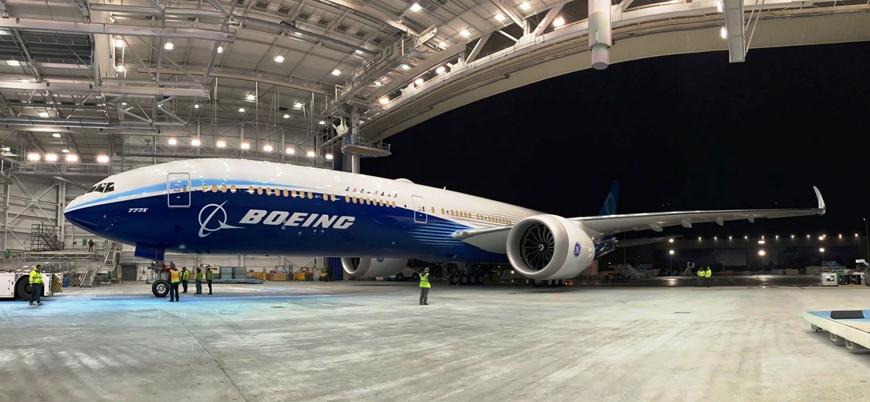 Boeing dünyanın en büyük iki motorlu uçağı 777X'i test etti