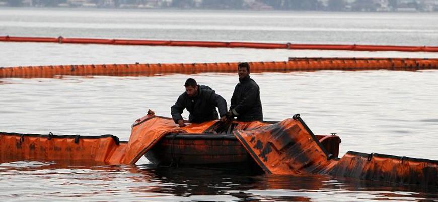 Yunanistan'dan mültecilere karşı 'yüzen bariyer' önlemi