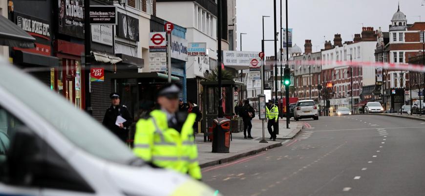 Londra'da 2 kişiyi bıçakla yaralayan saldırgan polis tarafından öldürüldü