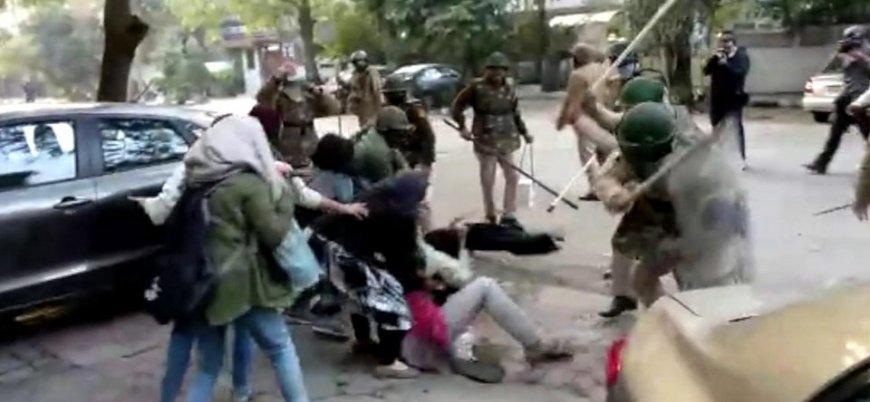 Hint polisinden Müslüman öğrencilere saldırı
