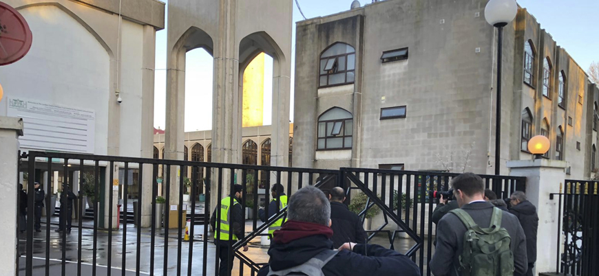 Londra'da camiye bıçaklı saldırı: Müezzin yaralandı