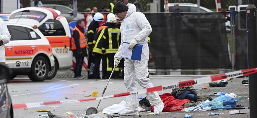 Almanya'da bir araç kalabalığa daldı: En az 30 yaralı