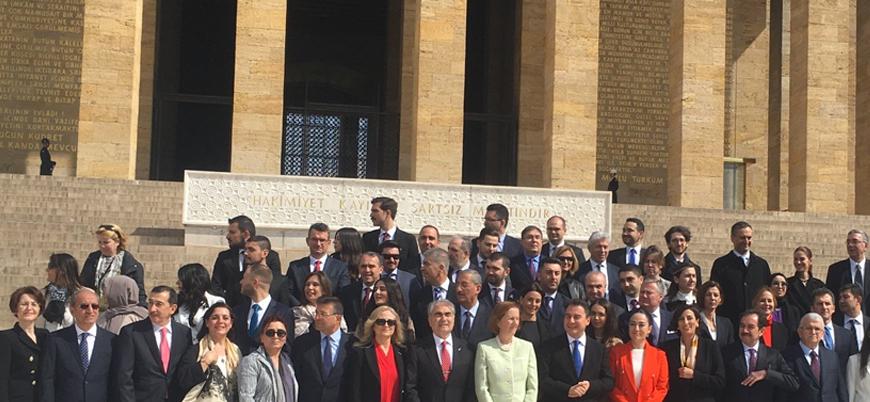 """""""Atamızın huzurundayız"""": Ali Babacan'ın DEVA Partisi'nin ilk durağı Anıtkabir oldu"""