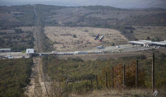 Bulgaristan'dan 'mülteci önlemi': Sınıra tel örgü inşa ediliyor
