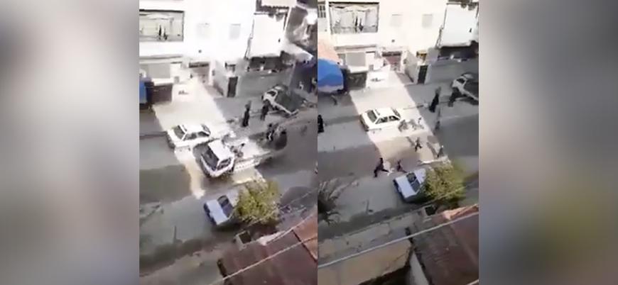 Esed rejimi kontrolündeki Halep'te halk ekmek dağıtan arabaların peşinde koşuyor