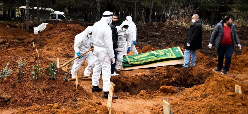 Bilim Kurulu üyesi Prof. Dr. Akın: Koronavirüsten ölenlerin ayrı mezarlara gömülmesi anlamsız