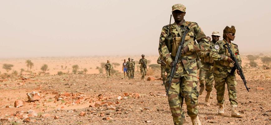 Fransa'nın Batı Afrika'da cihat yanlılarına karşı ortağıydı: Çad askerlerini çekiyor