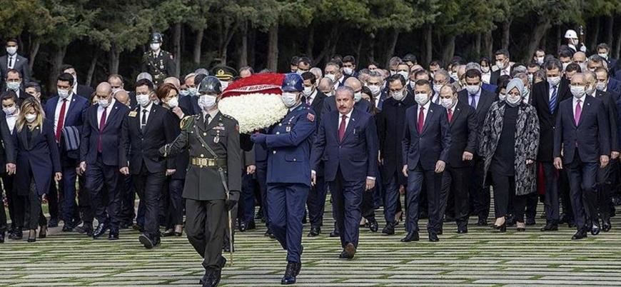 Siyasiler toplu halde Anıtkabir'de tören yaptı