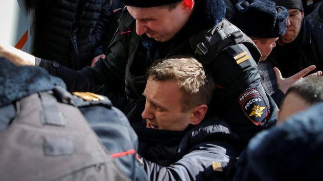Rusya'da protestolar şiddetleniyor: Muhalif lider tutuklandı