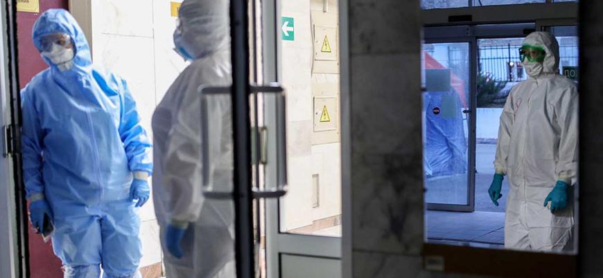 Rusya'da koronavirüs testi pozitif çıkıp zorla çalıştırılan doktorlar 'balkondan düşüyor'
