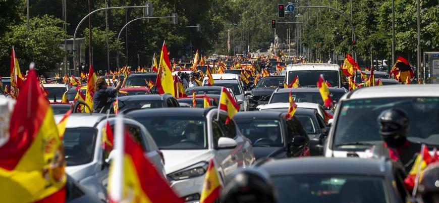 İspanya'da aşırı sağcılar koronavirüs önlemlerini protesto etti
