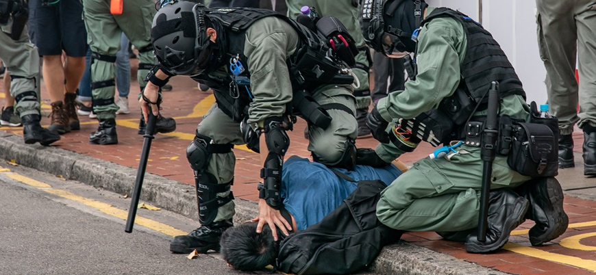 Hong Kong'da gösteriler yeniden patlak verdi